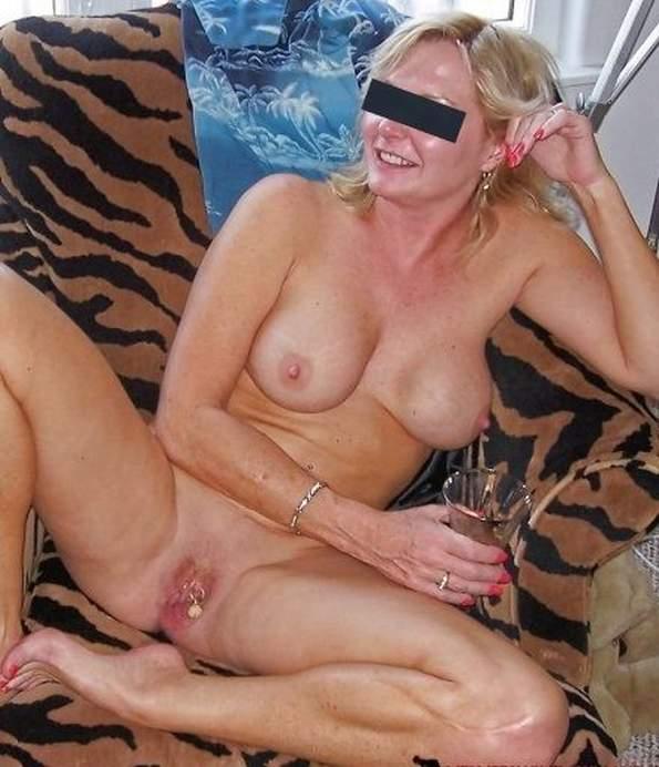 Lesbian pussy eating sex