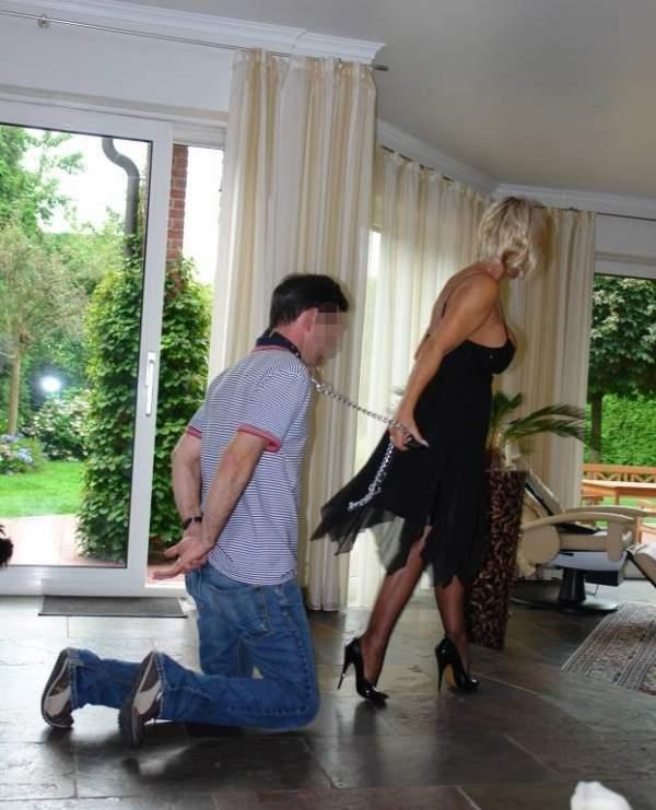Mistress di Trieste incontra schiavi per BDSM foto cinque