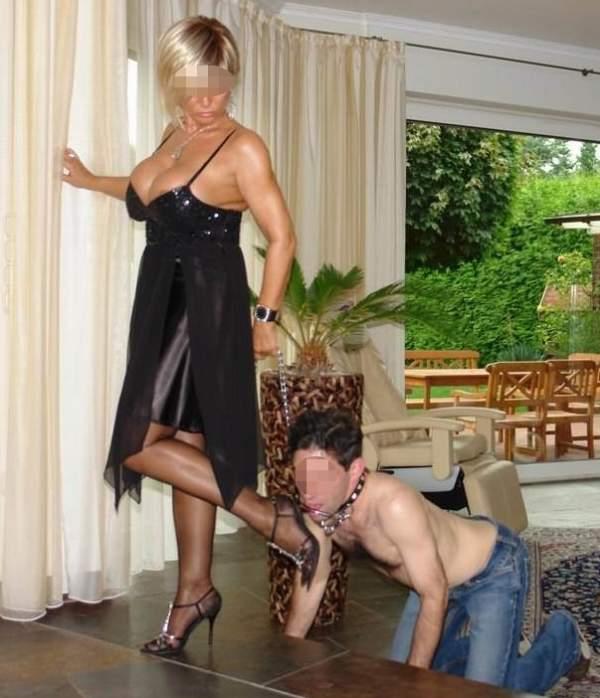 Mistress di Trieste incontra schiavi per BDSM foto tre