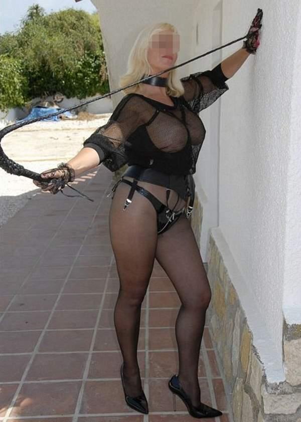 Mistress di Aosta per incontri di sesso fetish foto cinque