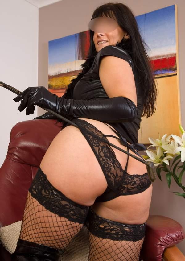 Annunci mistress Milano, padrona cerca slave foto cinque
