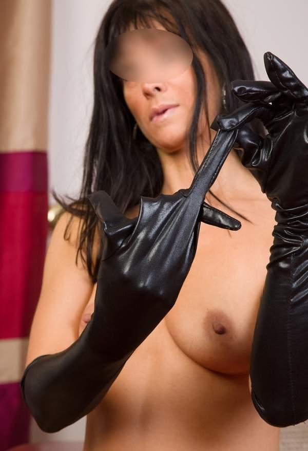 Annunci mistress Milano, padrona cerca slave foto tre